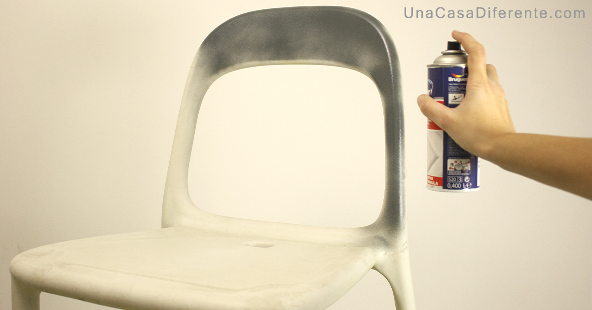 Como pintar sillas de plástico con pintura spray