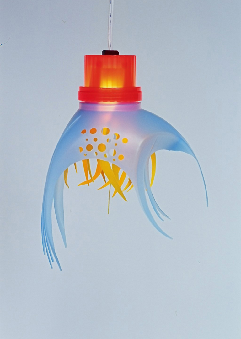 Lampara con botellas plastico plastic bottle lamp 1